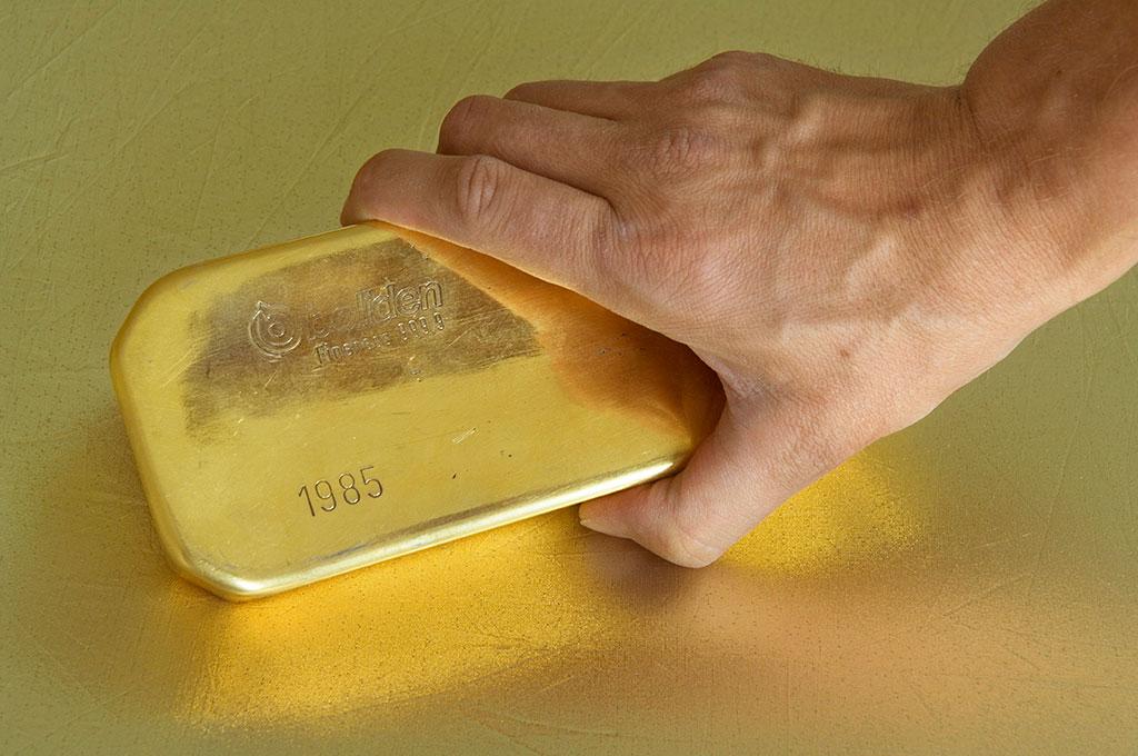 Spararna rensar ut guldet ur fondportföljerna