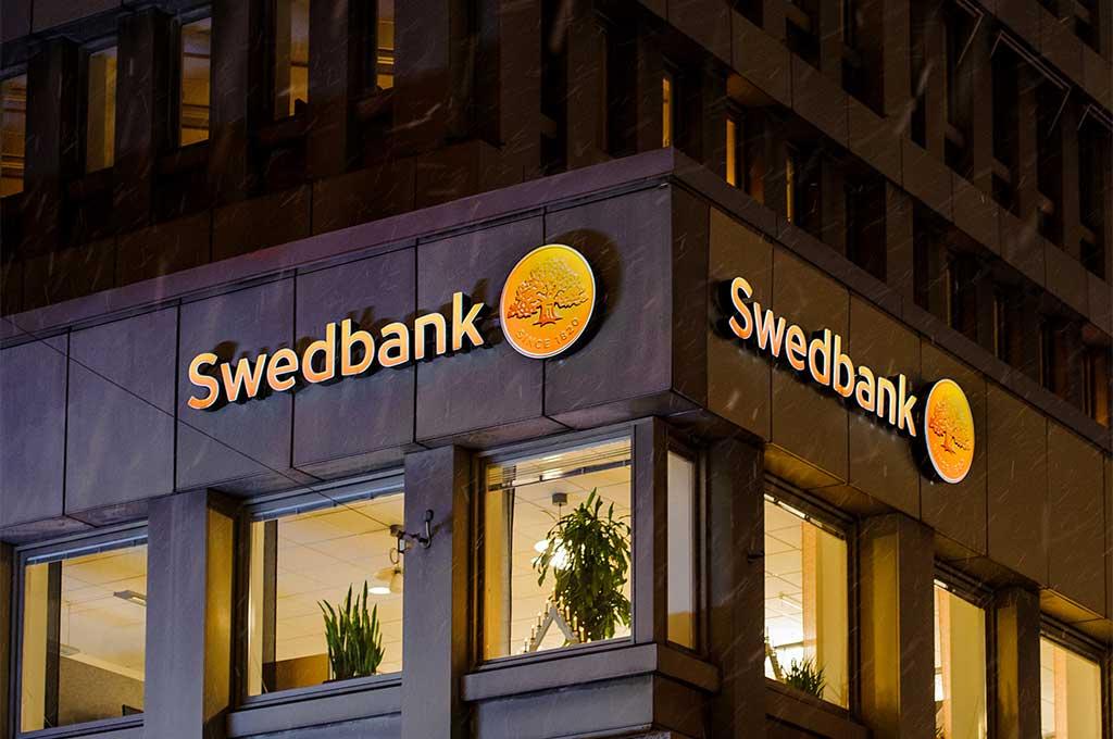 Swedbank sänker utdelningen rejält