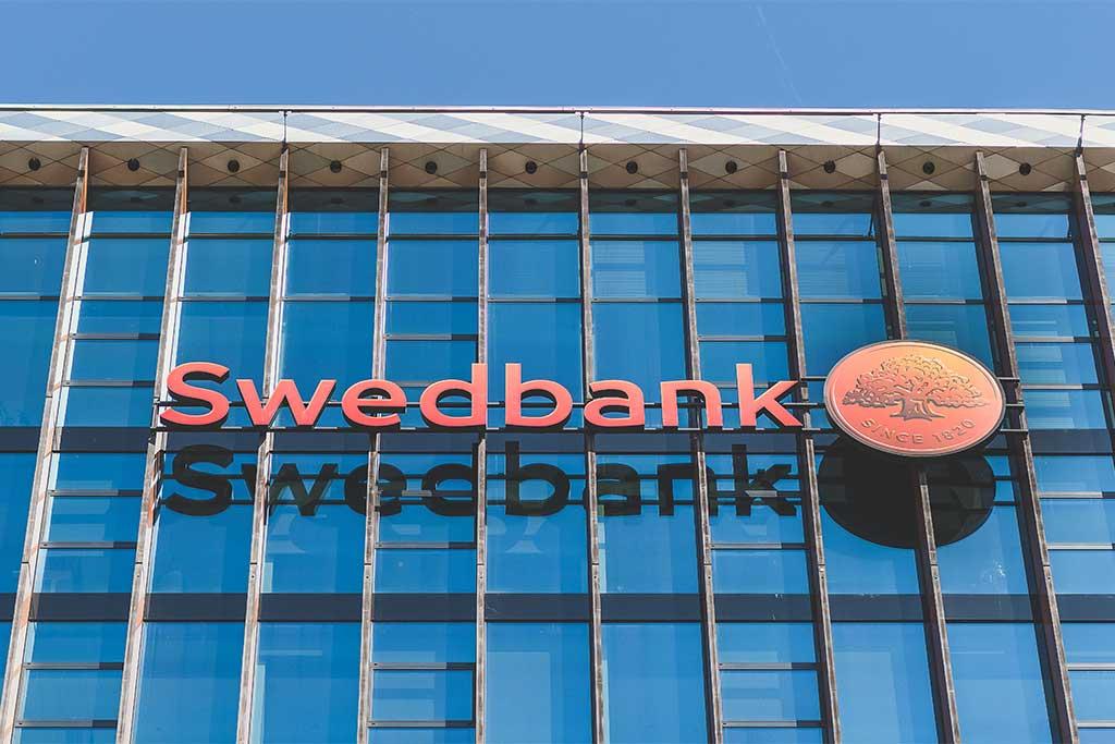 Swedbank skjuter upp utdelningsbeslut